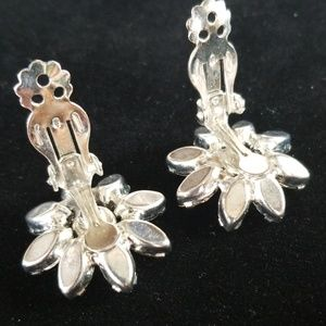 Vintage Jewelry - Vintage WEISS Rhinestone Flower Clip On Earrings